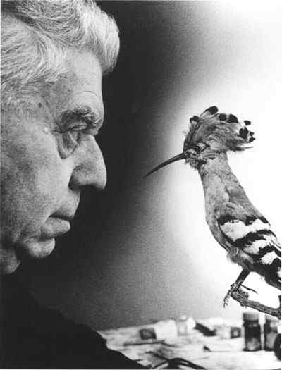 Eugenio_Montale with objects